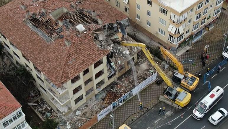 Büyükçekmece'de kentsel dönüşüm kapsamında 4 bina yıkıldı